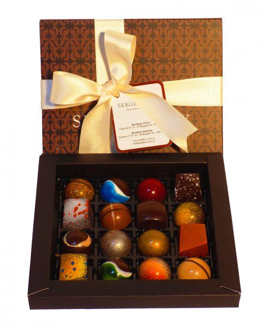Caja 16B W1 550x669 - Caja 16 bombones